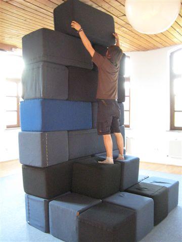 Schaumstoffklötze zum Bauen und Sitzen